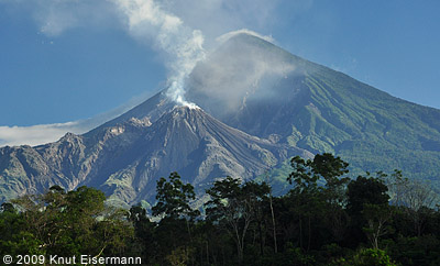Santiaguito volcano. Photo copyright Knut Eisermann