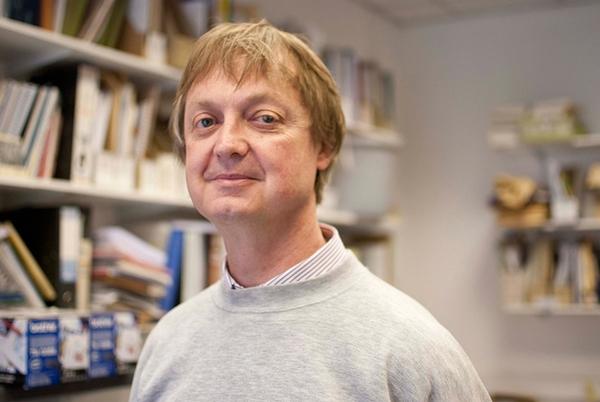 Professor Keith I Tomlins