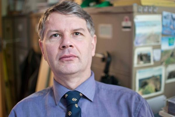 Dr Peter J A Burt