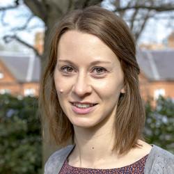 Dr Julia de Bruyn